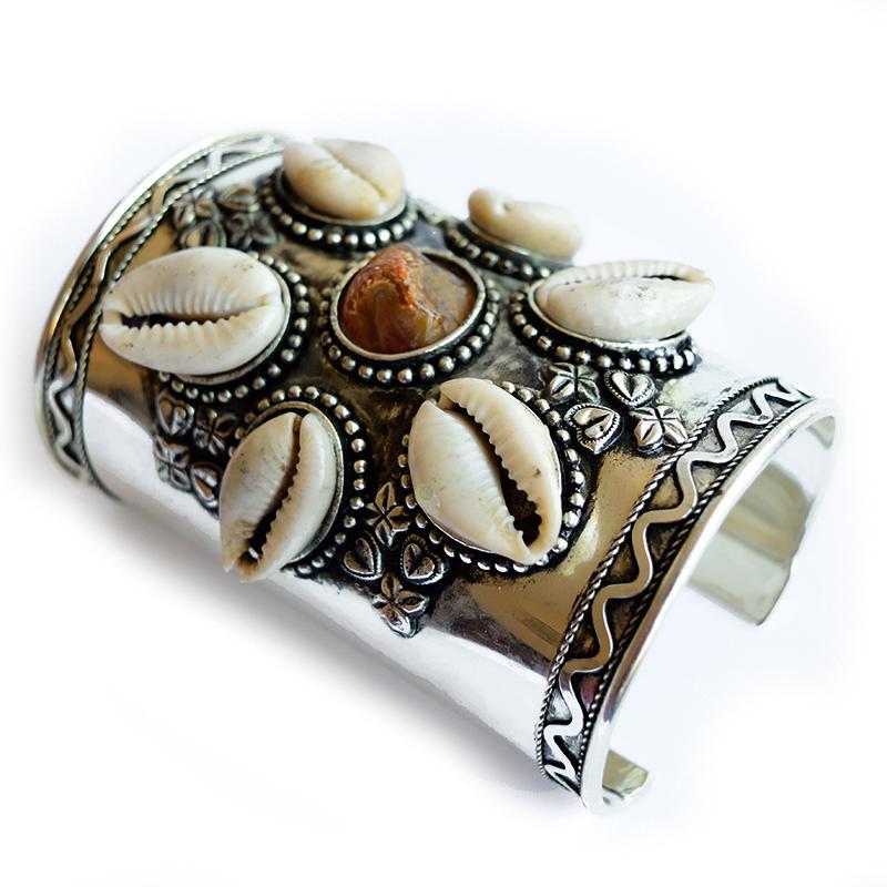 kuchi cowrie Shell bracelet